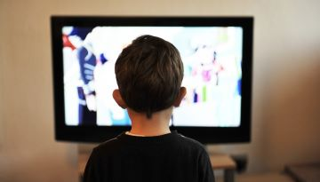 A child watches TV.